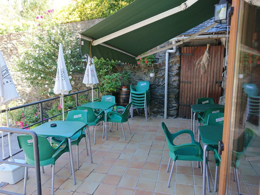 Terraza restaurante Era Nheuada, en Aubert
