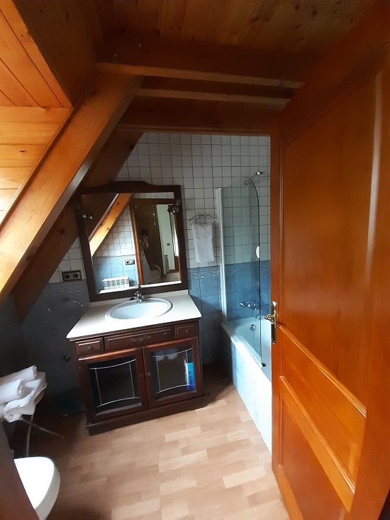 Baño con bañera en 2º Planta de Casa aranesa