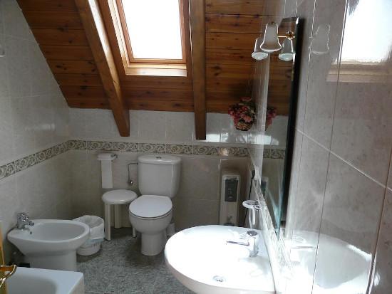 Baño de Habitación de matrimonio en Hostal Era Nheuada