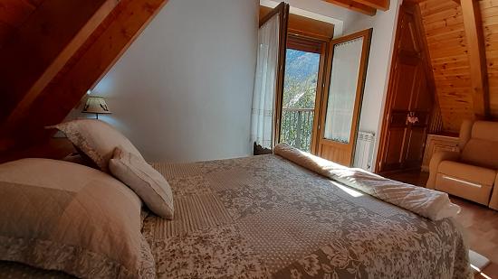 Habitación abuhardillada en 2ª planta de casa en Vielha