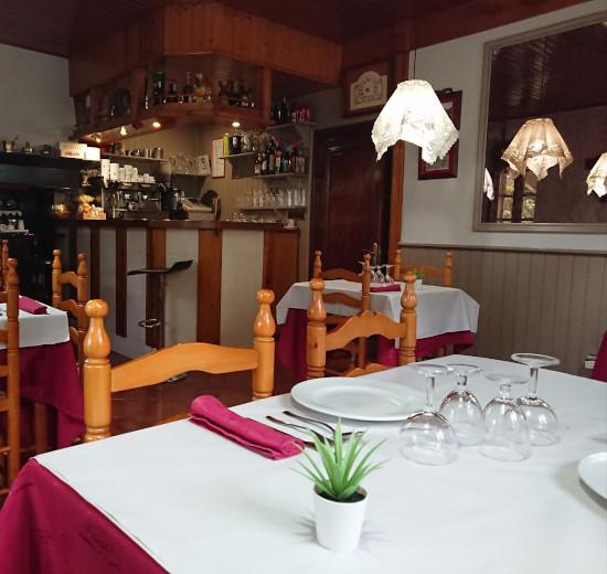Mesa de Restaurante Era Nheuada en Aubert