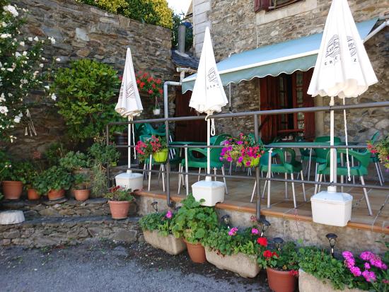 terraza de Bar restaurante en Hostal Era Nheuada